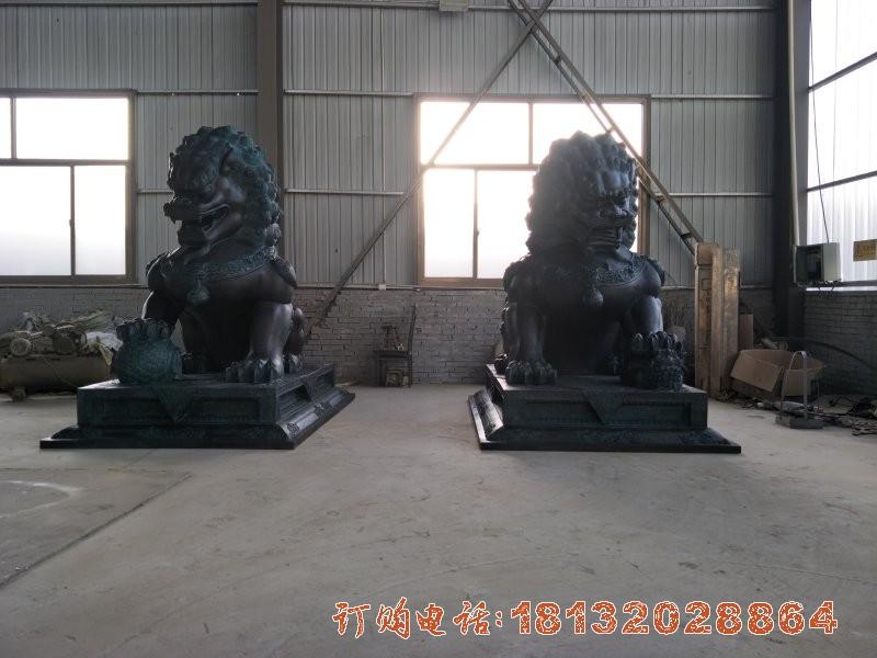 踩球北京狮铜雕 门口看门故宫狮子铜雕
