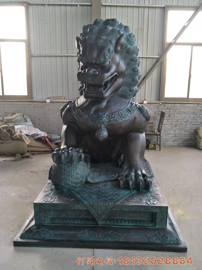 踩球北京狮铜雕
