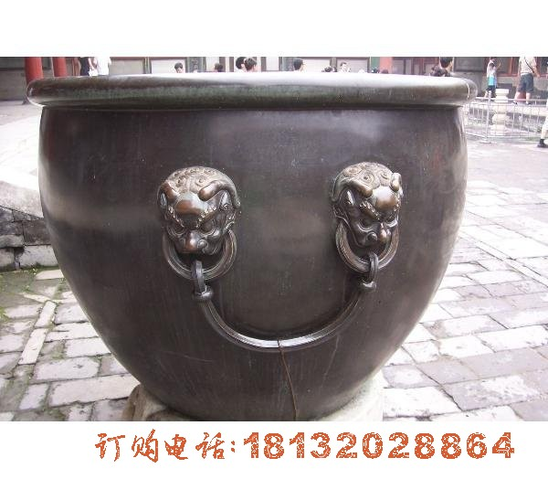 狮头耳缸铜雕