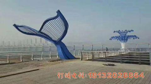 广场不锈钢抽象喷水鲸鱼