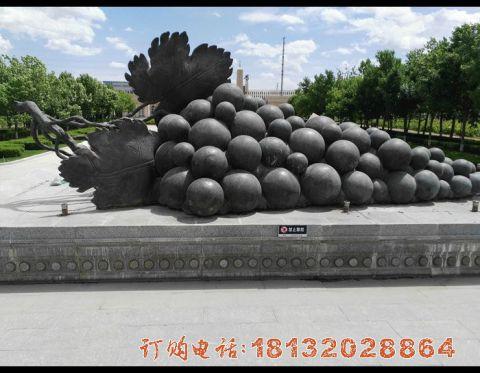 公园葡萄铜雕