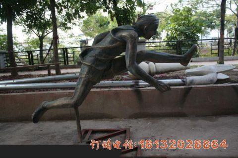 铜雕跨栏人物